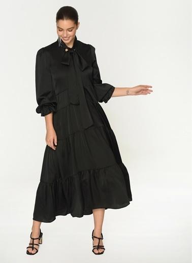 Loves You Uzun Kol Saten Yüzeyli Maxi Boy Kesik Katlı Elbise Siyah